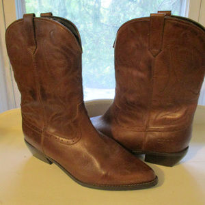 NWOT DINGO LEATHER BOOTS ~ 10 ~ DETAILED STITCHING